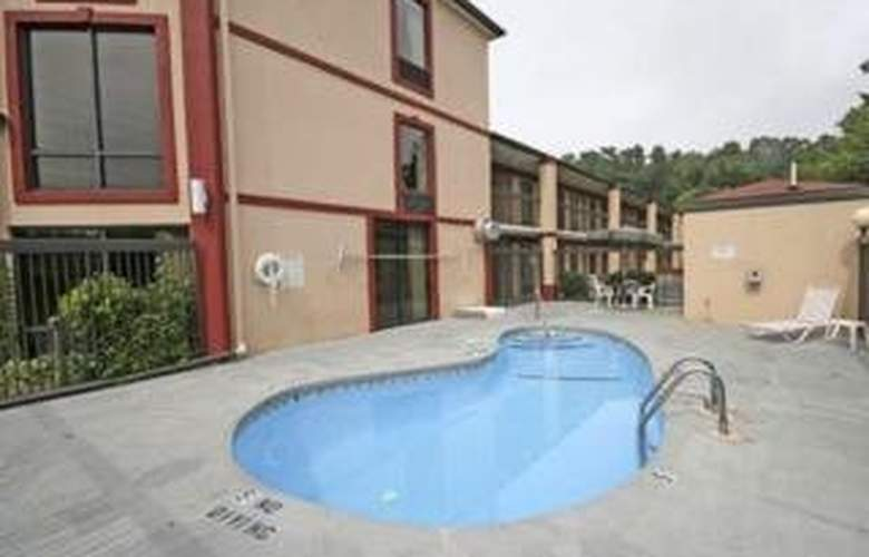 Econo Lodge South - Pool - 4