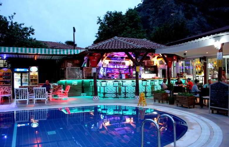 Majestic Hotel - Bar - 2
