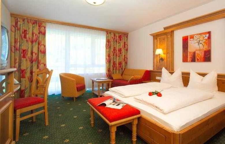 Toni - Room - 2