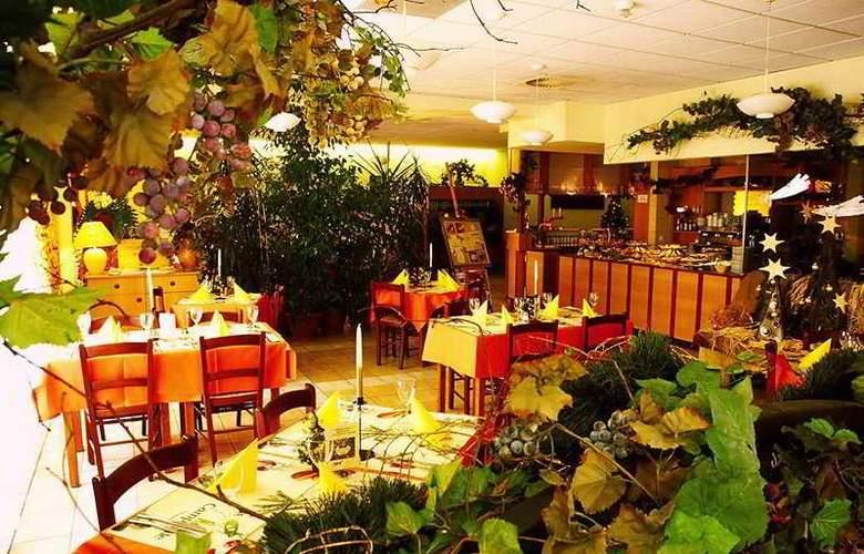 Campanile Katowice - Restaurant - 3