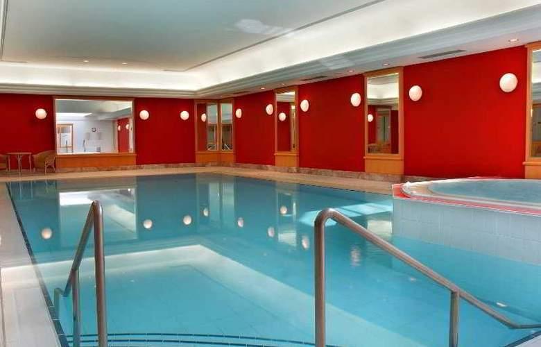 Renaissance Brussels - Pool - 2