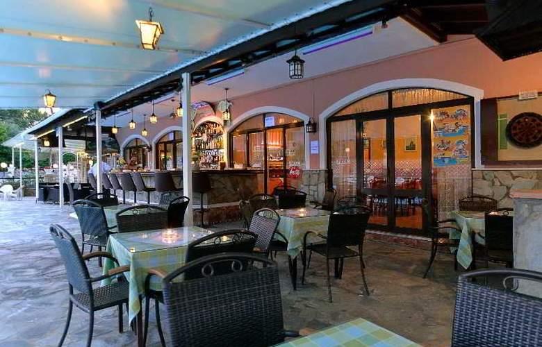 Maltezos - Terrace - 19