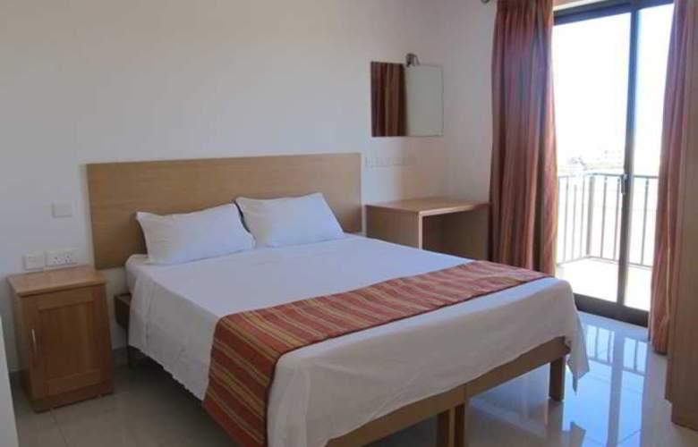 Shamrock Apartments - Room - 3