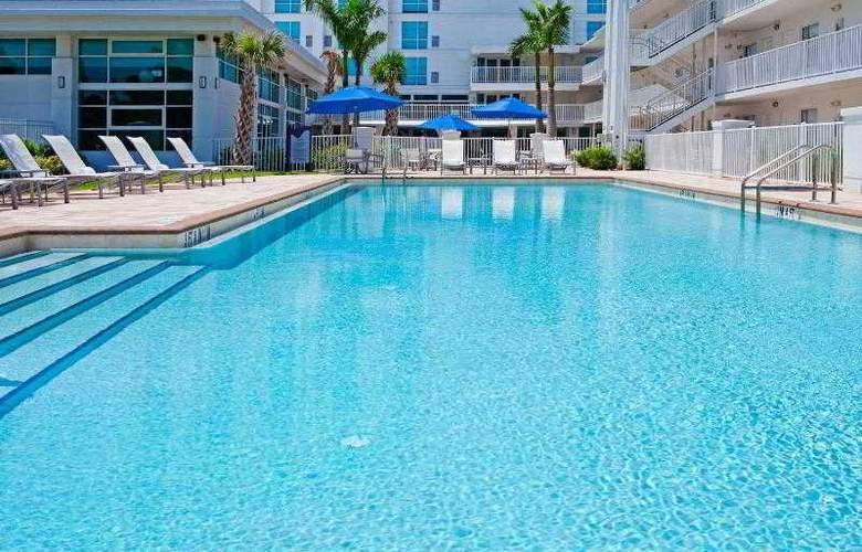 Crowne Plaza Tampa Westshore - Pool - 22