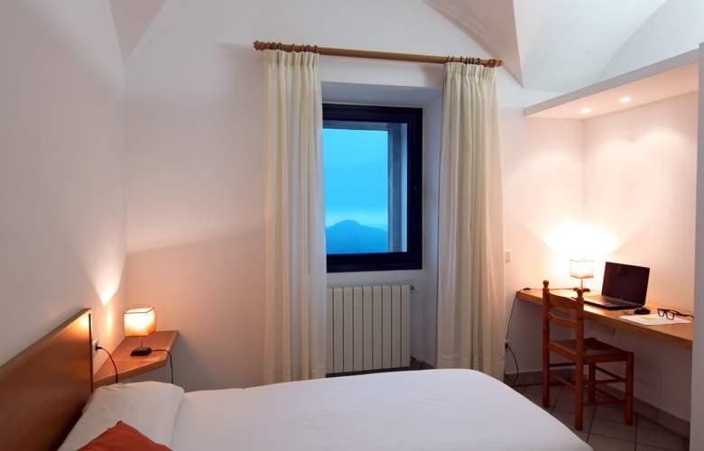 Petit Hotel Hostatgeria Sant Salvador - Room - 12