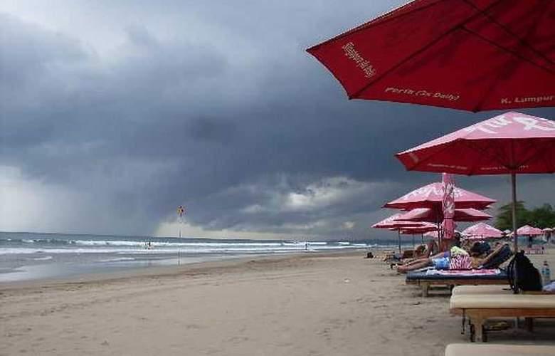 Seminyak Paradiso - Beach - 16