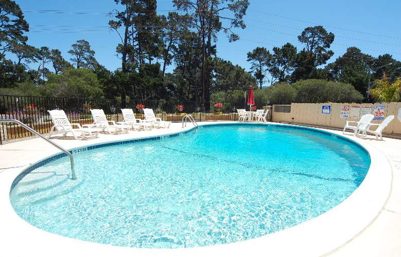 Comfort Inn Monterey by the Sea - Pool - 1