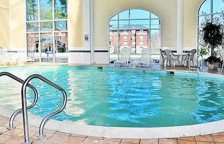 Comfort Inn Historic - Pool - 7