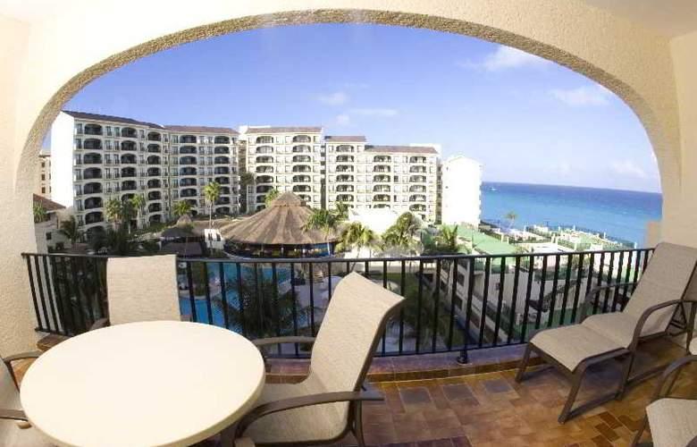 Emporio Hotel & suites Cancun - Terrace - 4