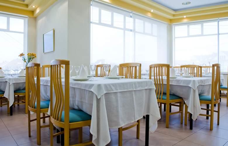 Los Arces Apartamentos - Restaurant - 14