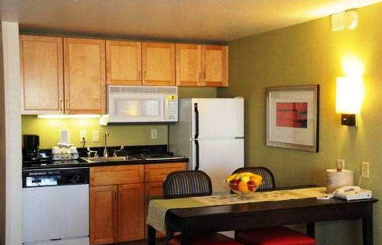 Lions Gate Hotel - Room - 5