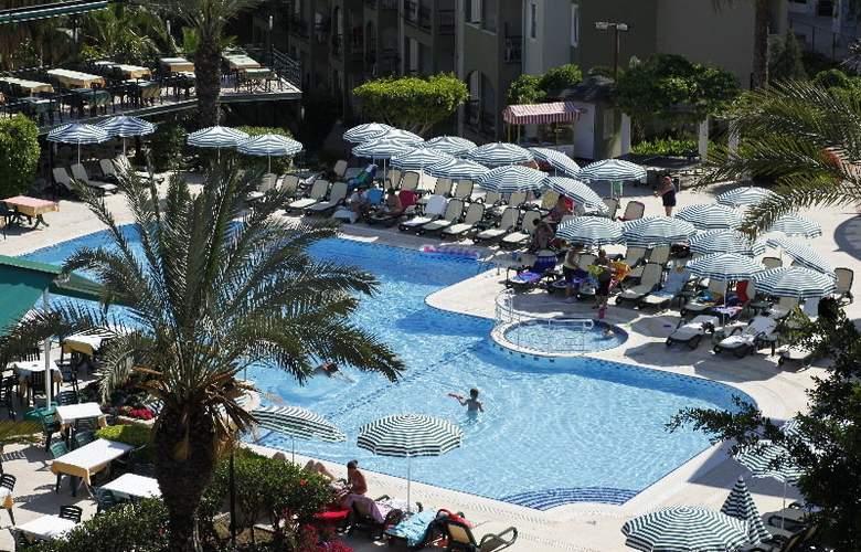 Gardenia Beach - Pool - 5