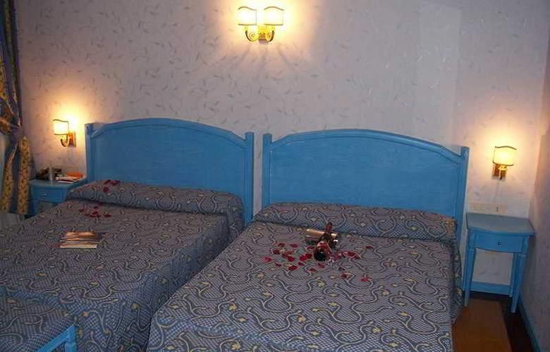 Giorgi - Room - 5