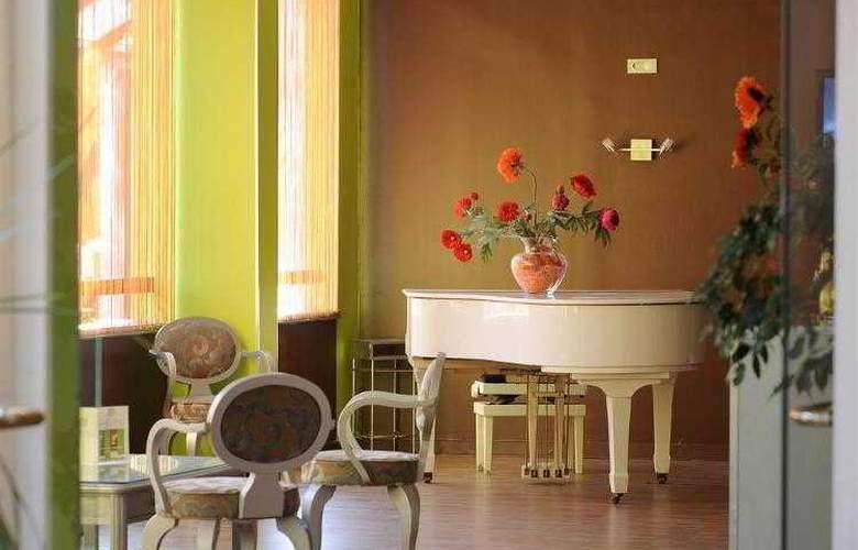 Atrium Arles - Hotel - 12