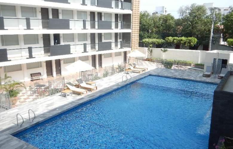 CasaBlanca - Pool - 40