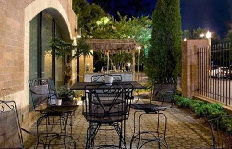 Hilton Garden Inn Durham RTP - Terrace - 11