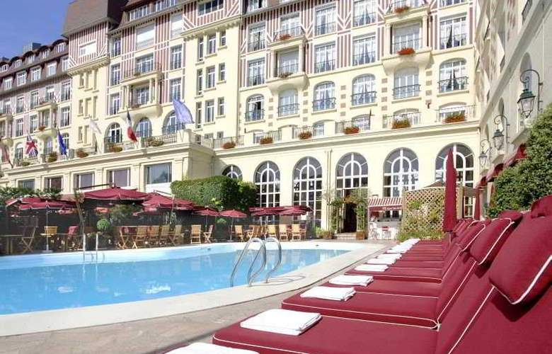 Royal Barriere - Pool - 5
