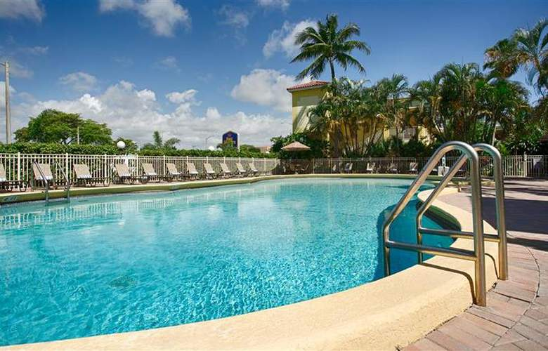 Best Western Plus University Inn - Pool - 83