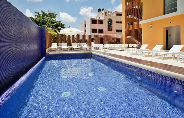 La Quinta Inn & Suites Cancun - Pool - 3
