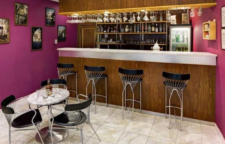 Luxury Family Hotel Bílá Labut - Bar - 72