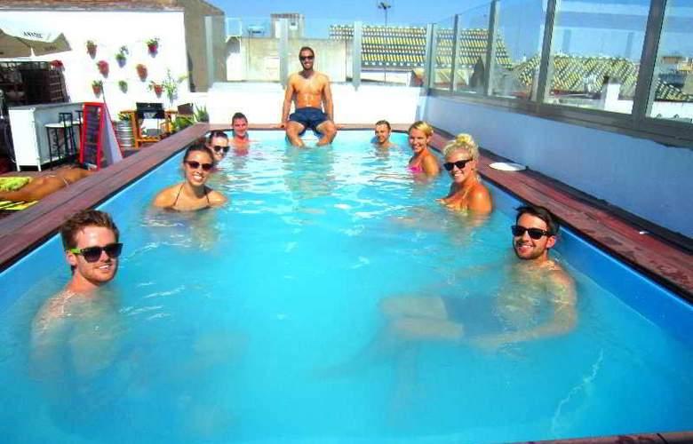 Oasis Backpackers Palace Sevilla - Pool - 13