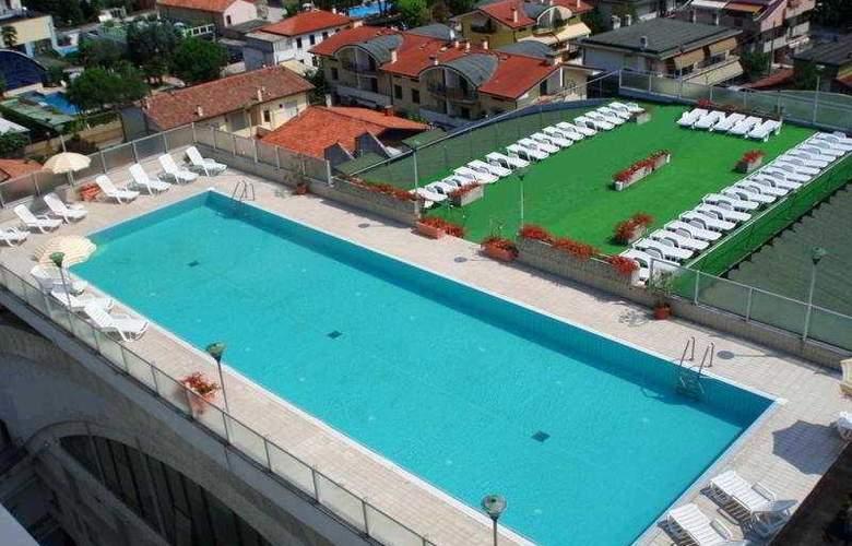 Alexander Palace - Pool - 2