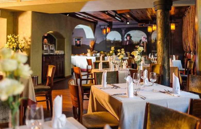 Holland House Residence - Restaurant - 11