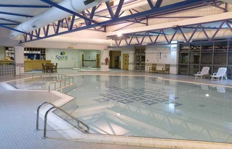 Crowne Plaza London Heathrow - Pool - 2