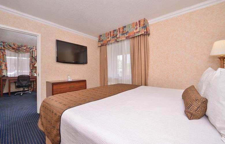 Best Western Plus Innsuites Phoenix Hotel & Suites - Room - 58