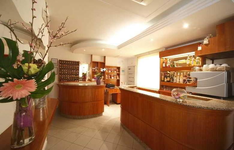 Sport Hotel - Bar - 9