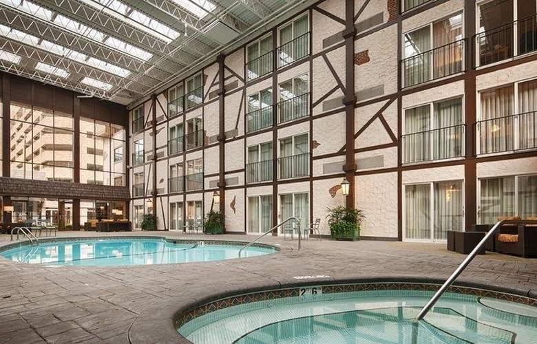 Best Western Plus The Normandy Inn & Suites - Pool - 54