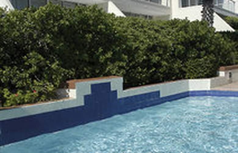 Dolphin Beach Hotel - Pool - 3