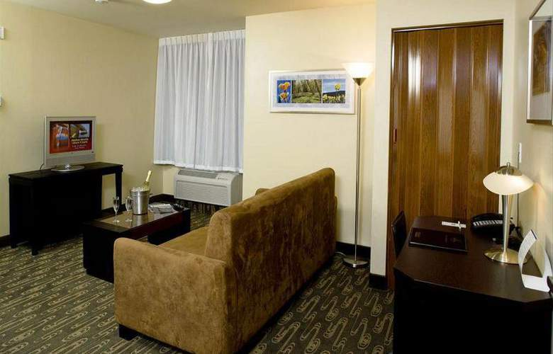 Best Western Plus Navigator Inn & Suites - Room - 14