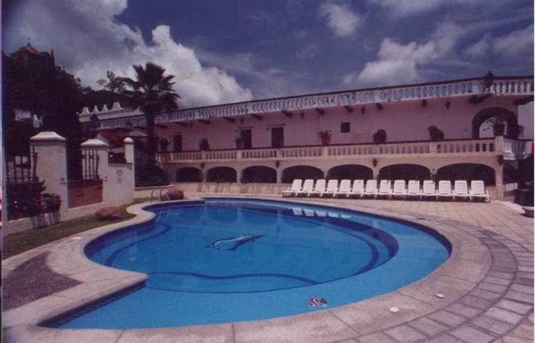 Loma Linda - Pool - 3
