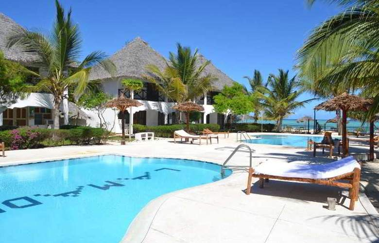 La Madrugada Beach Hotel & Resort - Pool - 2