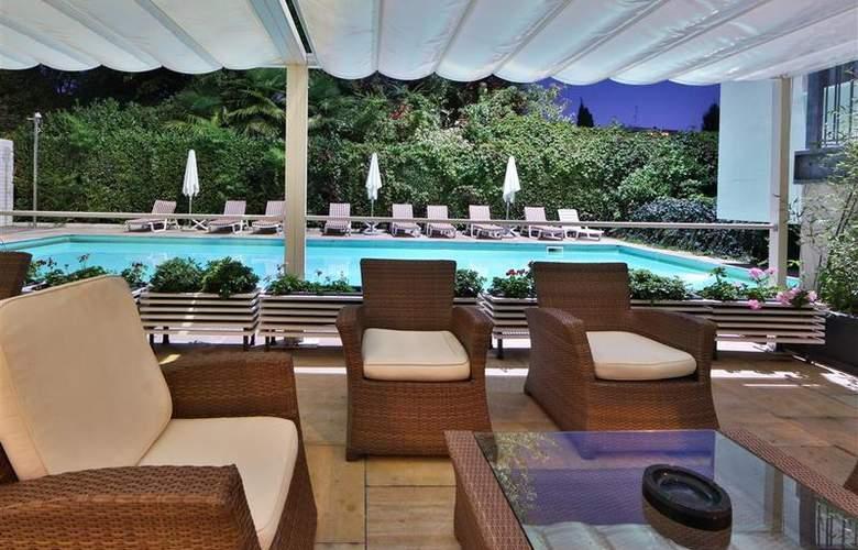 Best Western Jet Hotel - Pool - 50