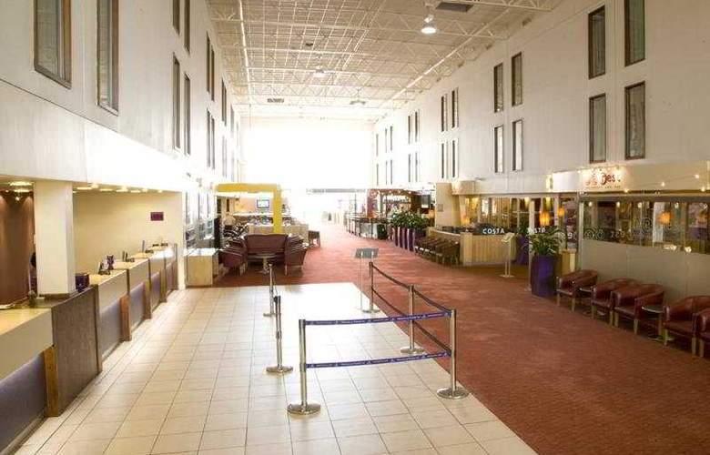 Premier Inn Heathrow Airport - General - 1