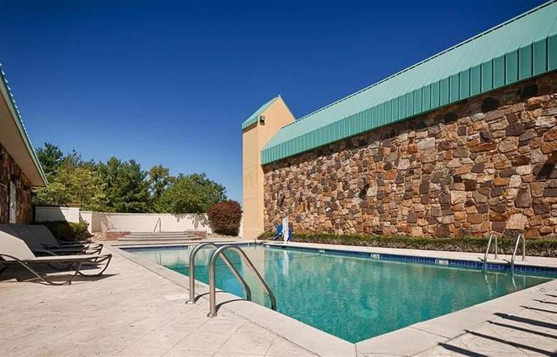 Best Western Newport Inn - Pool - 94