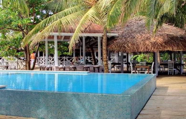 Coconut Beach Club - Pool - 5
