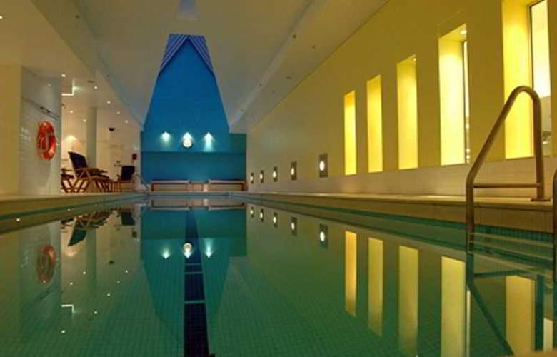 Radisson Blu Plaza Hotel Sydney - Pool - 4