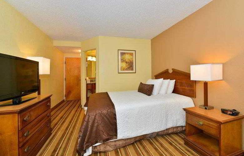 Best Western Plus Richmond Airport Hotel - Hotel - 8