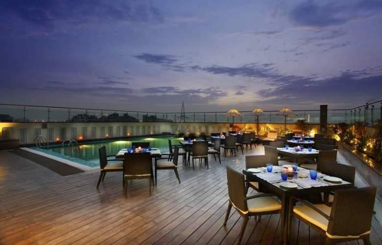 Mahagun Sarovar Portico Suites Ghaziabad - Restaurant - 10