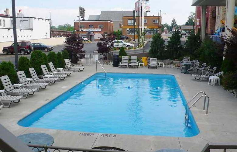 Quality Hotel and Conference Centre Niagara Falls - Pool - 6