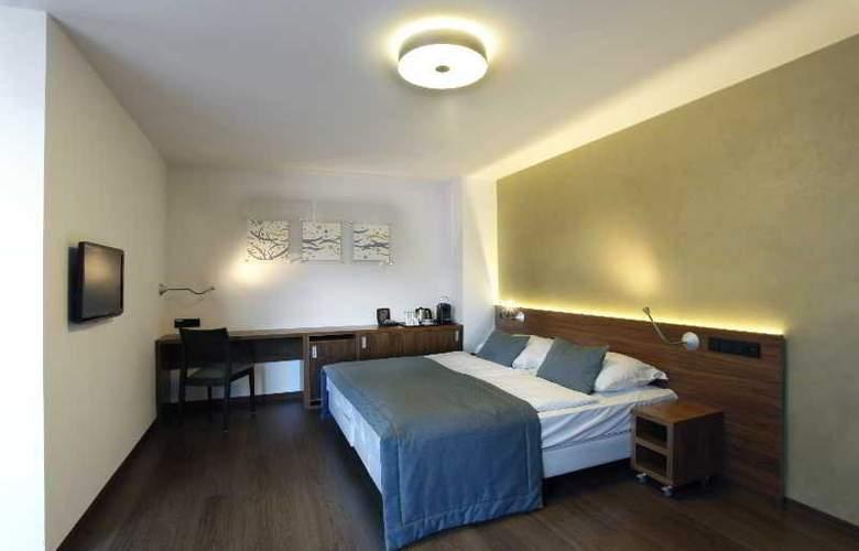 CAROL - Room - 27