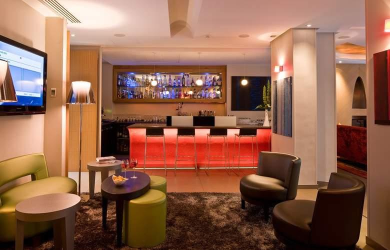Le Six Hotel - Bar - 2