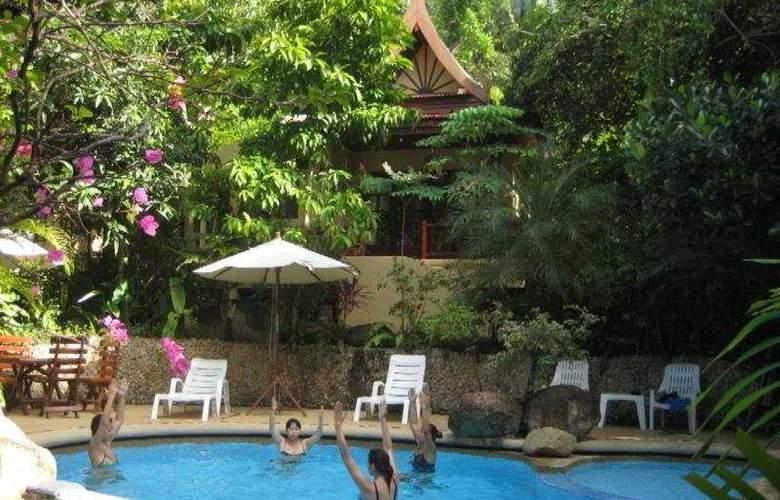 Natural Wing Health Spa & Resort - Pool - 3