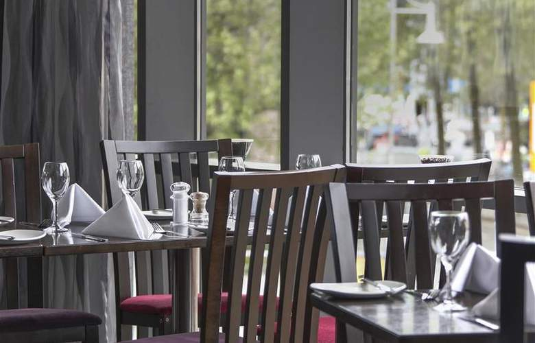 Clayton Cardiff - Restaurant - 77