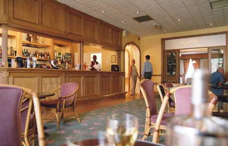 The Monterey - Bar - 8