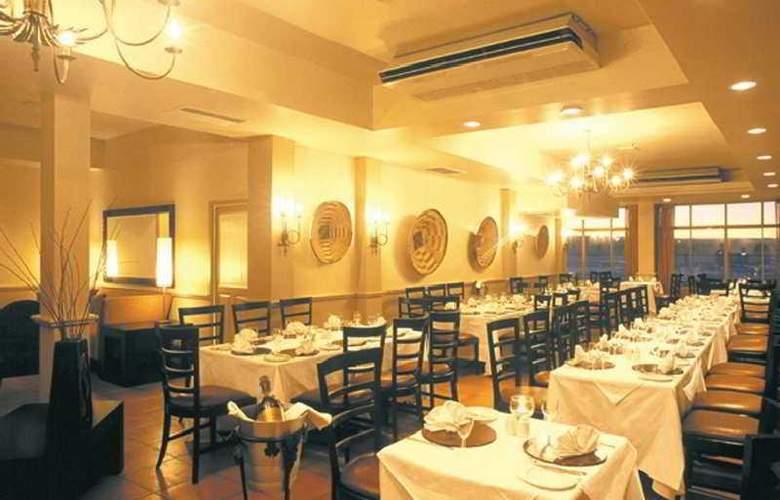 Ambassador & Executive Suites - Restaurant - 12