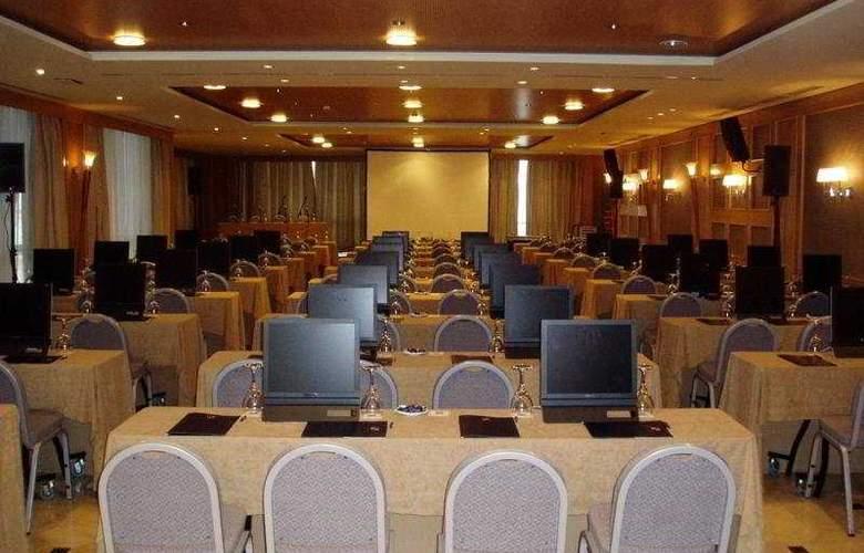 Sevilla Center - Conference - 18